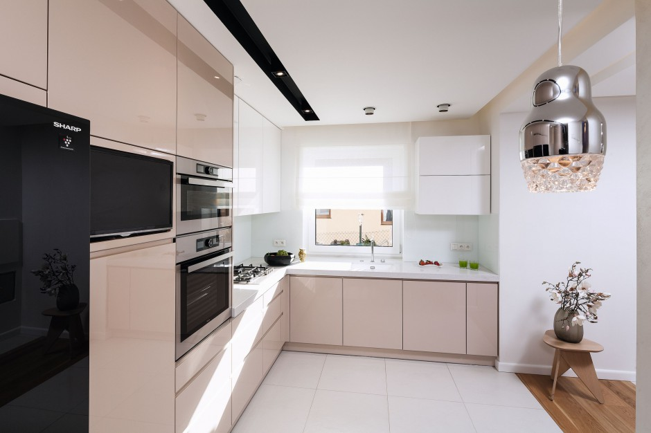 Kuchnia z lodówka side by side beżowa