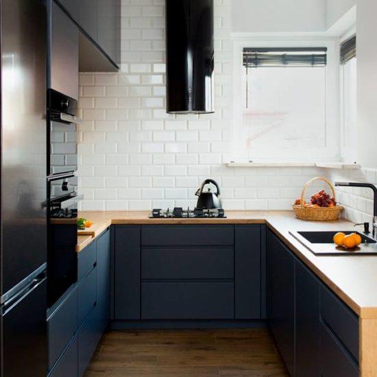 Czarny sprzęt AGD w kuchni